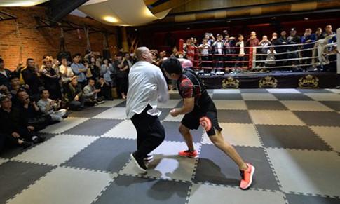 sau 10 giây thăm do võ sĩ MMA đã nhanh chóng hạ gục đối thủ