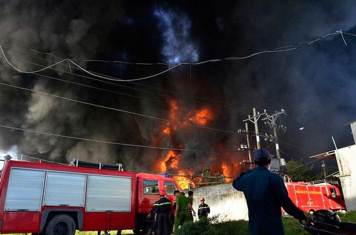 Đám cháy tại nhà máy nhựa Tuấn Thông