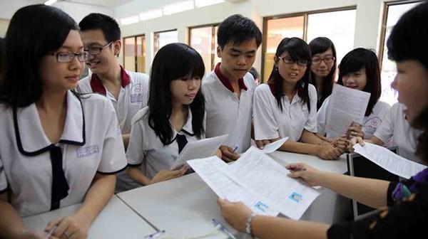 Các trường thi nhau tuyển sinh, hạ chỉ tiêu để thu hút sinh viên