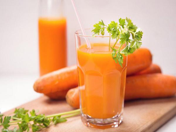 Nước cà rốt - bổ sung canxi cho trẻ 6 tháng tuổi