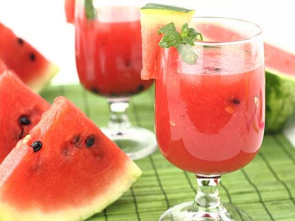 Nước dưa hấu cung cấp vitamin A cho trẻ 6 tháng tuổi