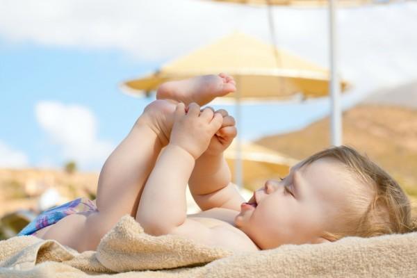 Cách tắm nắng cho trẻ sơ sinh an toàn