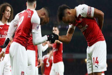 Arsenal nhảy lên Top 4, bất ngờ thành tích sân nhà