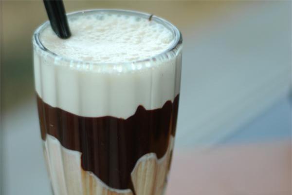 Sữa và sô cô la - thực phẩm kỵ nhau mẹ nên tránh