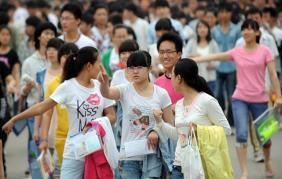 Cấm học sinh nắm tay nhau ở trường