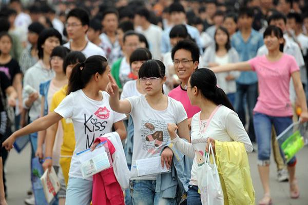 Trung Quốc Cấm học sinh nắm tay nhau ở trường