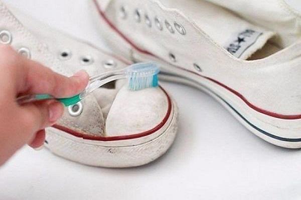 Mẹo làm sạch, khử mùi giày thể thao chỉ mất vài phút