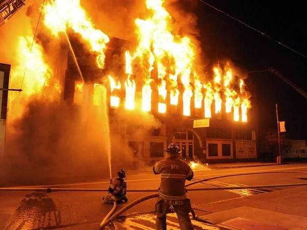 Mơ thấy có người đốt làng là điềm dữ hay lành, nên đánh con nào?