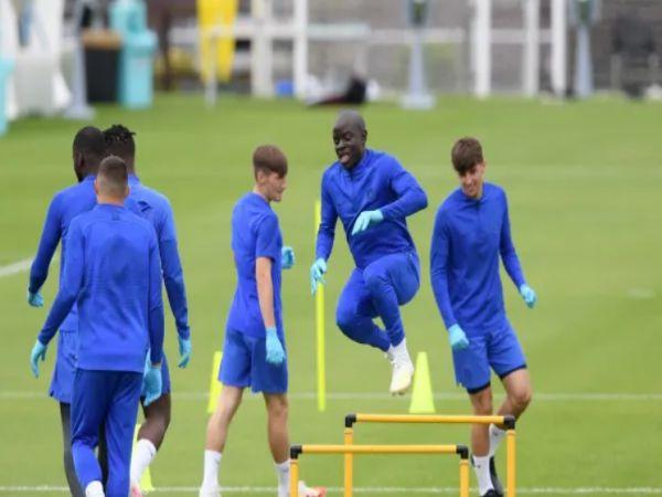 Kante trở lại tập cùng Chelsea