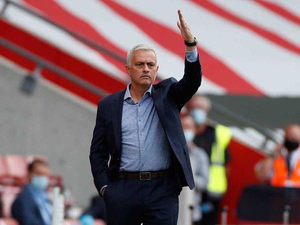 Tin bóng đá tối 25/9: Mourinho đòi thay khung thành của đối thủ