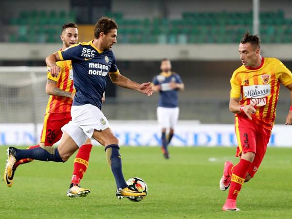 Soi kèo bóng đá giữa Verona vs Sassuolo, 23h30 ngày 21/8