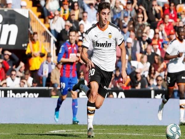 Barca nuôi hy vọng thương vụ Ferran Torres